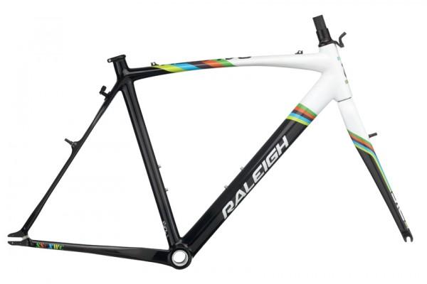 RB_2011_SSCXWC-Carbon-Frameset_carbon-white_LG-600x400